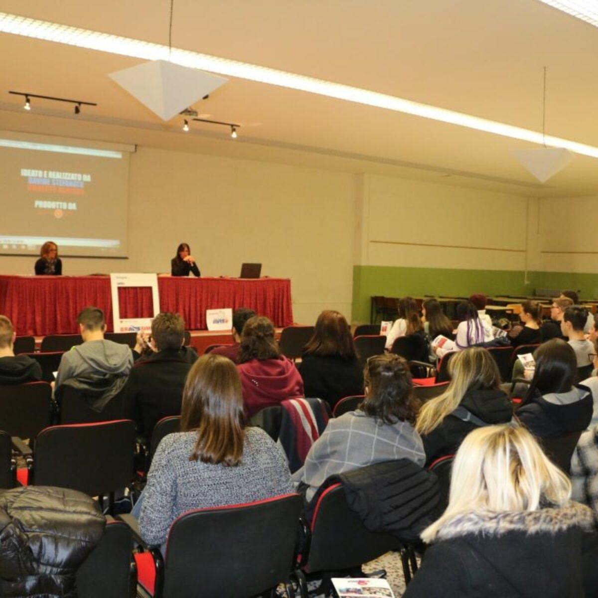 AVIS Comunale Verbania_Primo incontro nelle scuole superiori della città_Avis Verbania_fonte Ferrini-Franzosini (3)