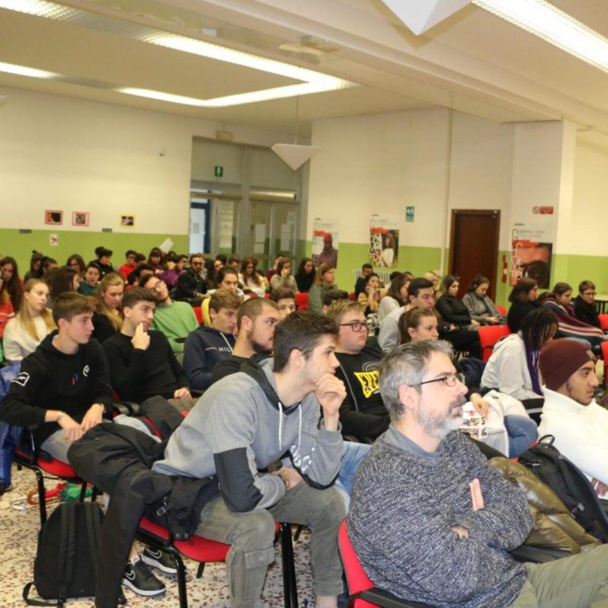 AVIS Comunale Verbania_Primo incontro nelle scuole superiori della città_Avis Verbania_fonte Ferrini-Franzosini (4)